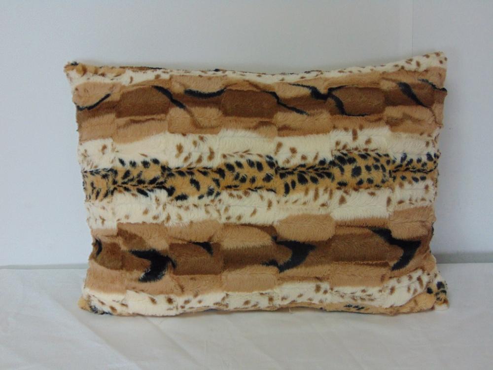 Декоративная подушка Шиншилла бежевая (искусственный мех) (40*40) 40