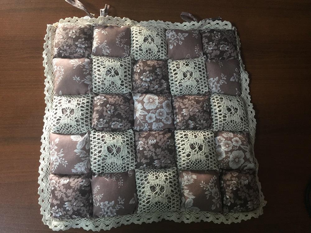Декоративная подушка Винтаж (коричневый со цветочками) (40*40) подушка для стульев винтаж коричневый 40 40